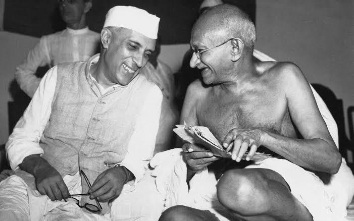 मैं नेहरू हूं...चाहता हूं मेरा वजूद मेरे मुल्क की माटी में मिल जाए