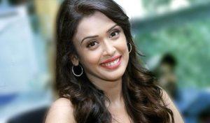 Hrishitaa Bhatt smile, age, instagram, wiki, facebook, twitter, net worth, husband