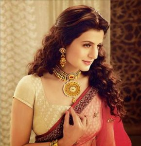 Ameesha Patel age, instagram ,biography, husband, wiki, ,height, marriage, family, hot, images, smile