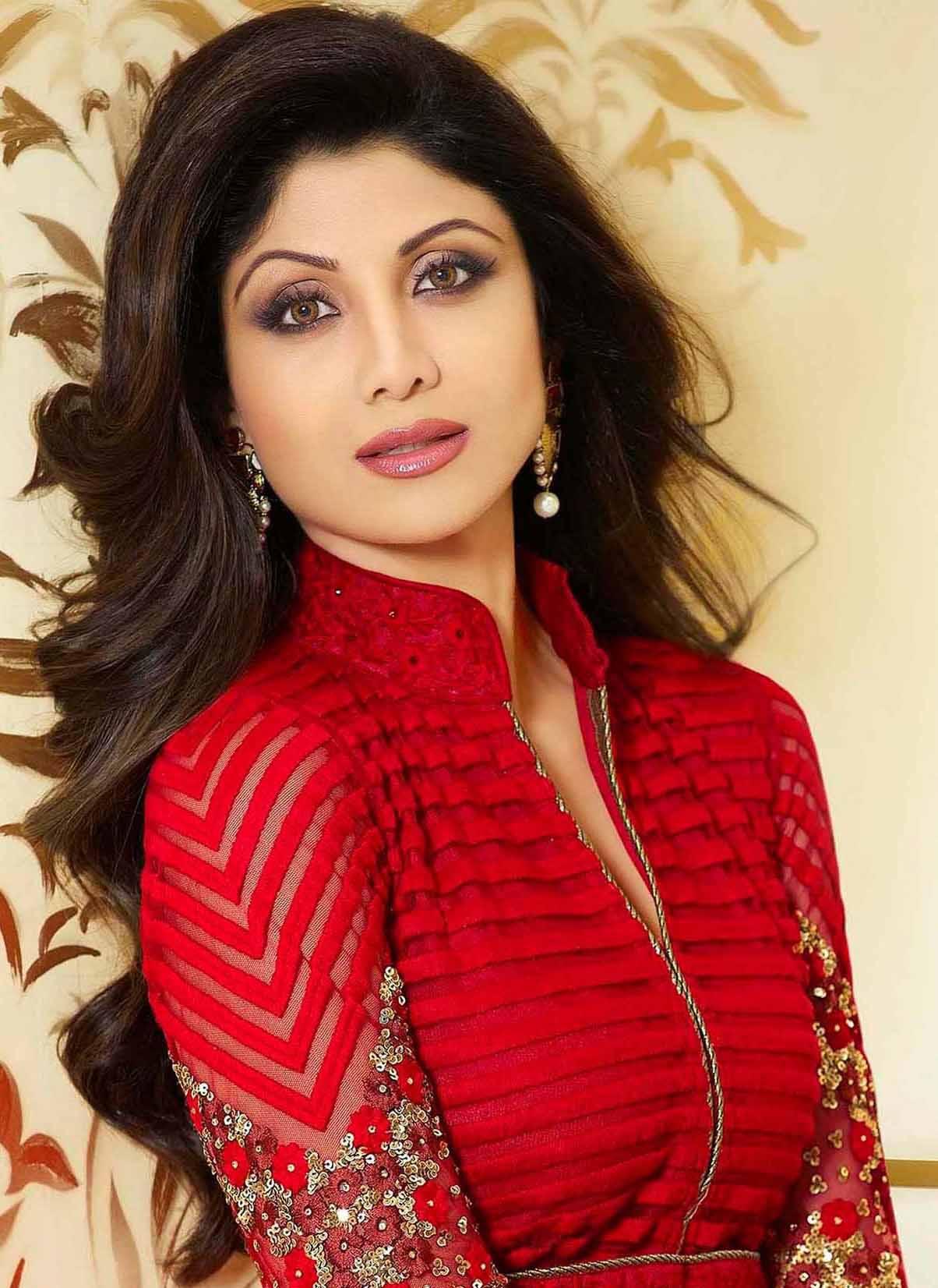 shilpa shetty Age, instagram, Husband, Height, wikipedia, image,Twitter, Yoga, Family, smile, hot