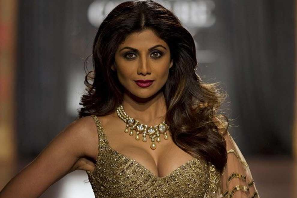 Shilpa Shetty (7)shilpa shetty Age, instagram, Husband, Height, wikipedia, image,Twitter, Yoga, Family, smile, hot