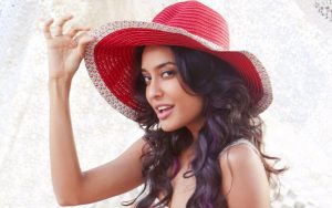Lisa Haydon husband, age, instagram, height, baby, biography, wiki, hd images, photos, smile