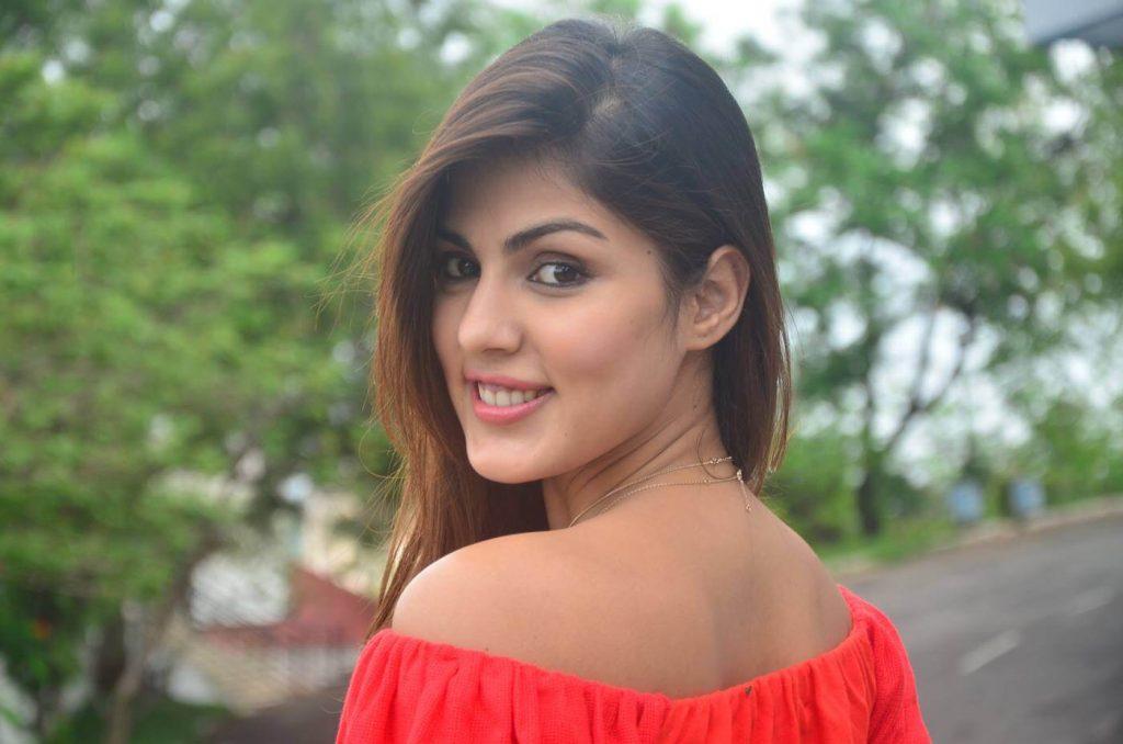 Rhea Chakraborty Age, Instagram, Biography, Wiki, Hot Images, Bikini Photos, Kiss, Facebook, Twitter, Imdb, Husband, Height, (12)