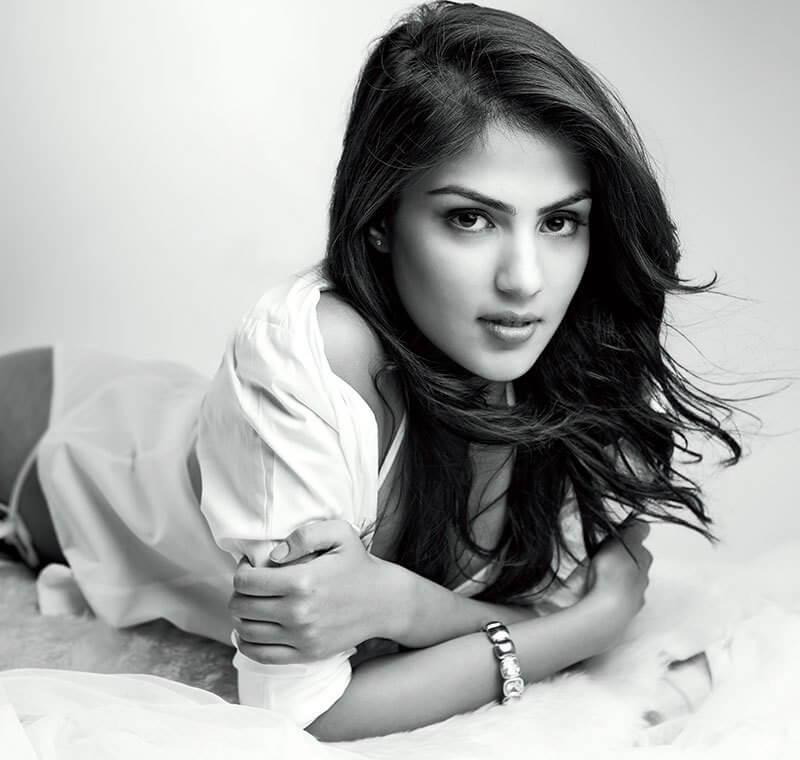 Rhea Chakraborty Age, Instagram, Biography, Wiki, Hot Images, Bikini Photos, Kiss, Facebook, Twitter, Imdb, Husband, Height, (30)