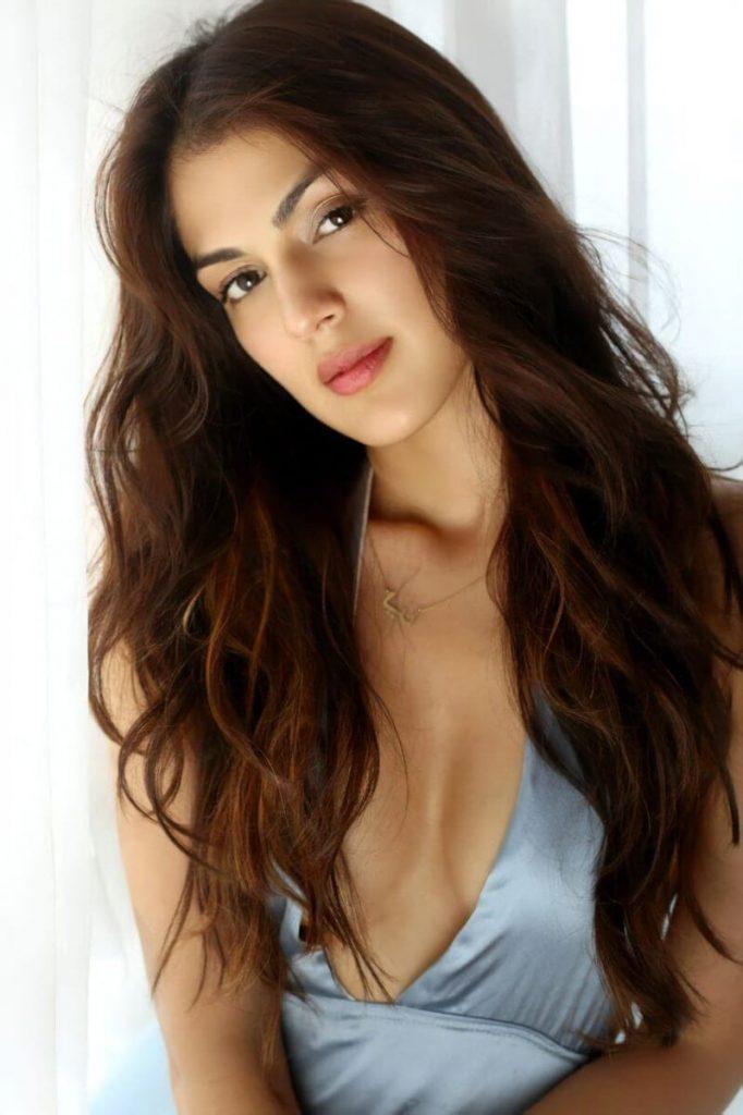 Rhea Chakraborty Age, Instagram, Biography, Wiki, Hot Images, Bikini Photos, Kiss, Facebook, Twitter, Imdb, Husband, Height, (56)