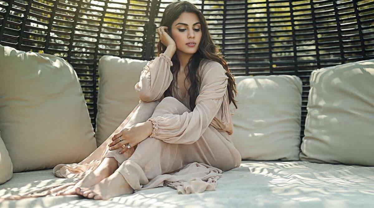 Rhea Chakraborty Age, Instagram, Biography, Wiki, Hot Images, Bikini Photos, Kiss, Facebook, Twitter, Imdb, Husband, Height, (6)