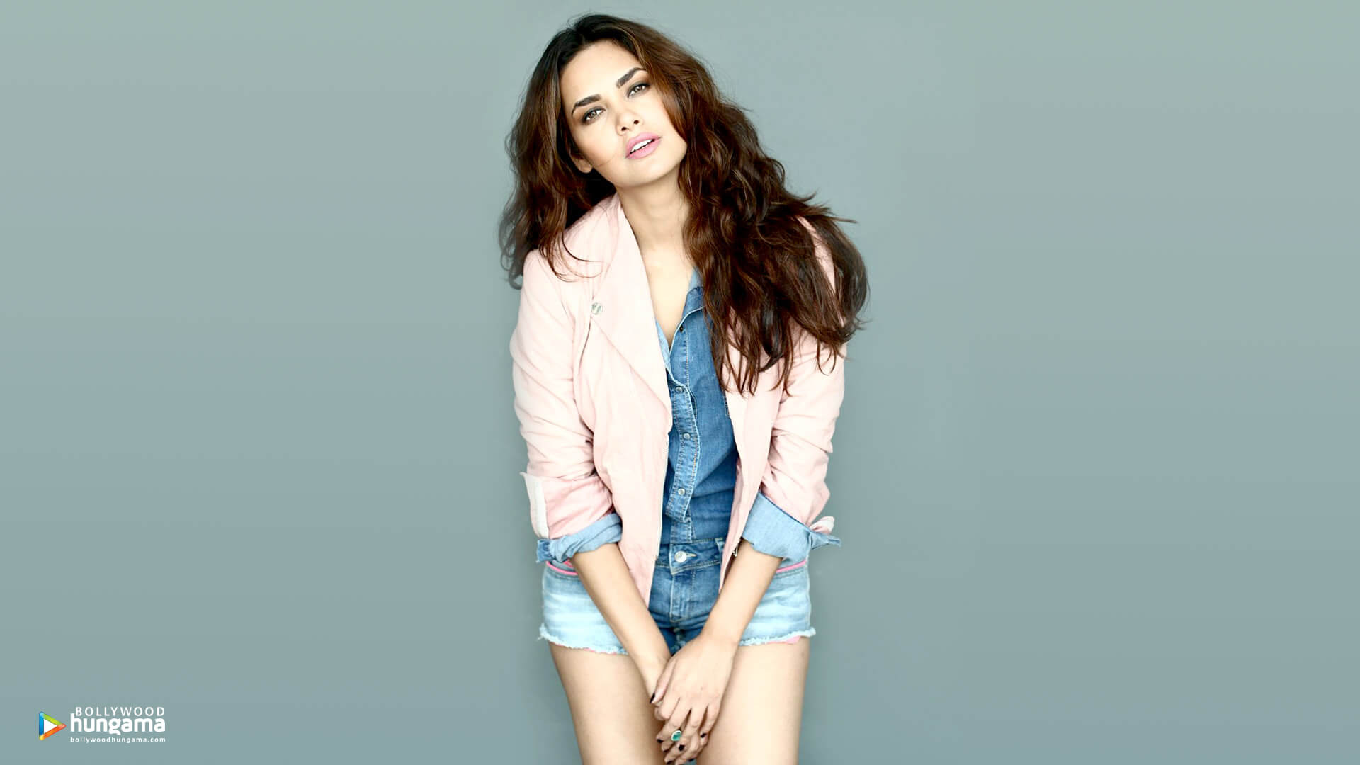 Esha Gupta Images(photos), Age, Height, Net Worth, Date Of Birth, Family, Biography, Son, Marriage, Boyfriend, Education, Awards, Hairstyle, Instagram, Twitter, Facebook, Wiki, Imdb (11)