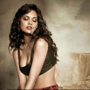 Esha Gupta Images(photos), Age, Height, Net Worth, Date Of Birth, Family, Biography, Son, Marriage, Boyfriend, Education, Awards, Hairstyle, Instagram, Twitter, Facebook, Wiki, Imdb (13)