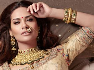 Esha Gupta Images(photos), Age, Height, Net Worth, Date Of Birth, Family, Biography, Son, Marriage, Boyfriend, Education, Awards, Hairstyle, Instagram, Twitter, Facebook, Wiki, Imdb (2)
