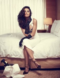 Esha Gupta Images(photos), Age, Height, Net Worth, Date Of Birth, Family, Biography, Son, Marriage, Boyfriend, Education, Awards, Hairstyle, Instagram, Twitter, Facebook, Wiki, Imdb (23)