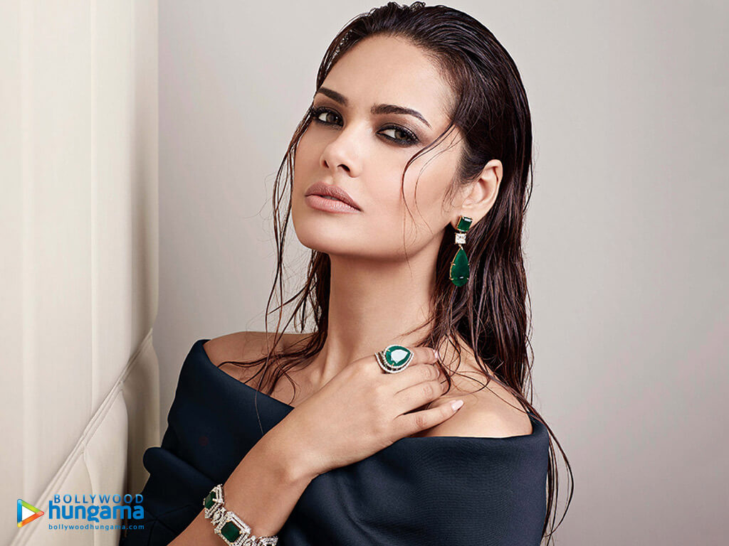 Esha Gupta Images(photos), Age, Height, Net Worth, Date Of Birth, Family, Biography, Son, Marriage, Boyfriend, Education, Awards, Hairstyle, Instagram, Twitter, Facebook, Wiki, Imdb (24)