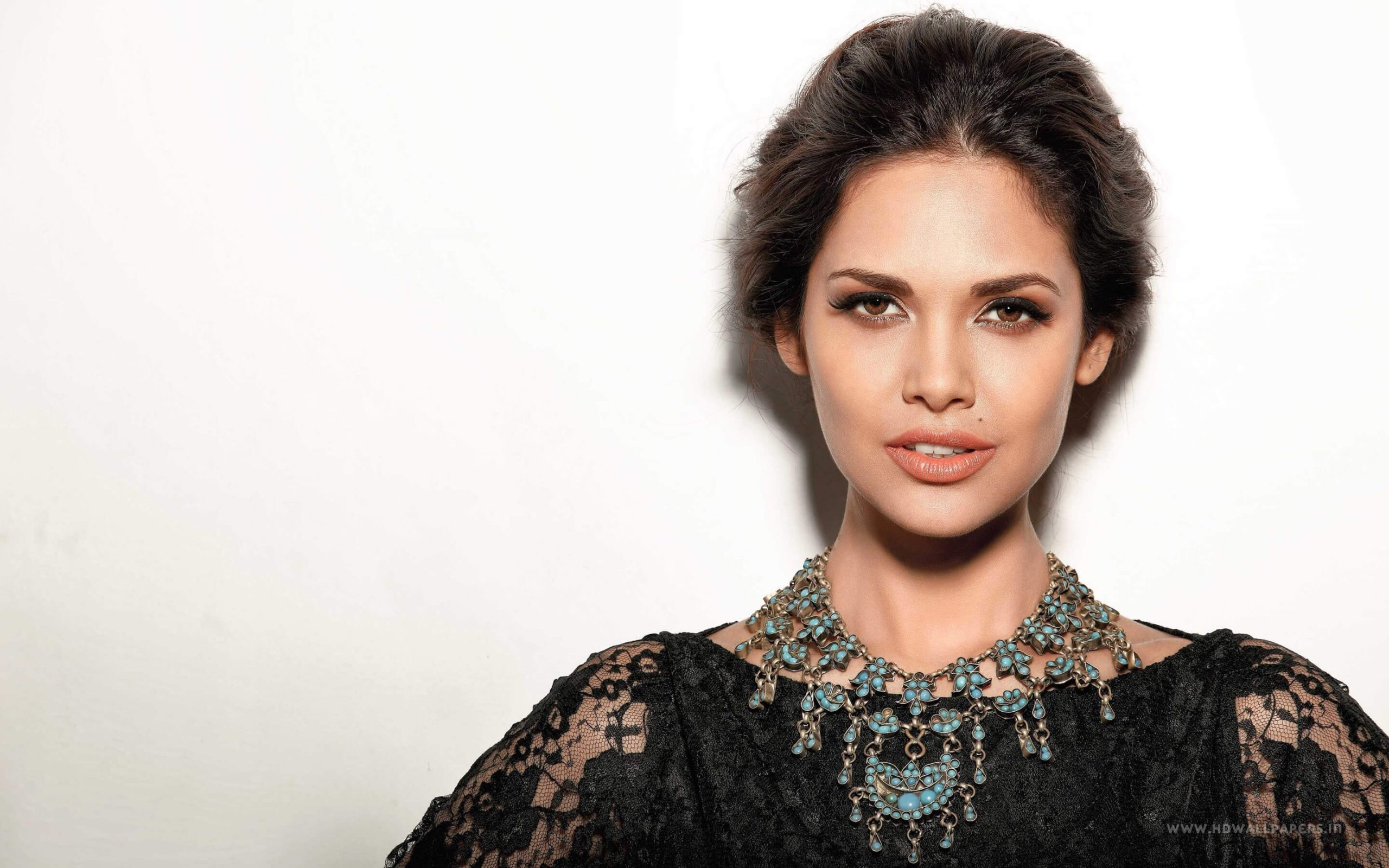 Esha Gupta Images(photos), Age, Height, Net Worth, Date Of Birth, Family, Biography, Son, Marriage, Boyfriend, Education, Awards, Hairstyle, Instagram, Twitter, Facebook, Wiki, Imdb (34)