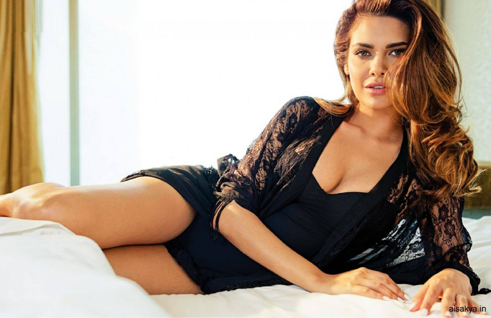 Esha Gupta Images(photos), Age, Height, Net Worth, Date Of Birth, Family, Biography, Son, Marriage, Boyfriend, Education, Awards, Hairstyle, Instagram, Twitter, Facebook, Wiki, Imdb (35)