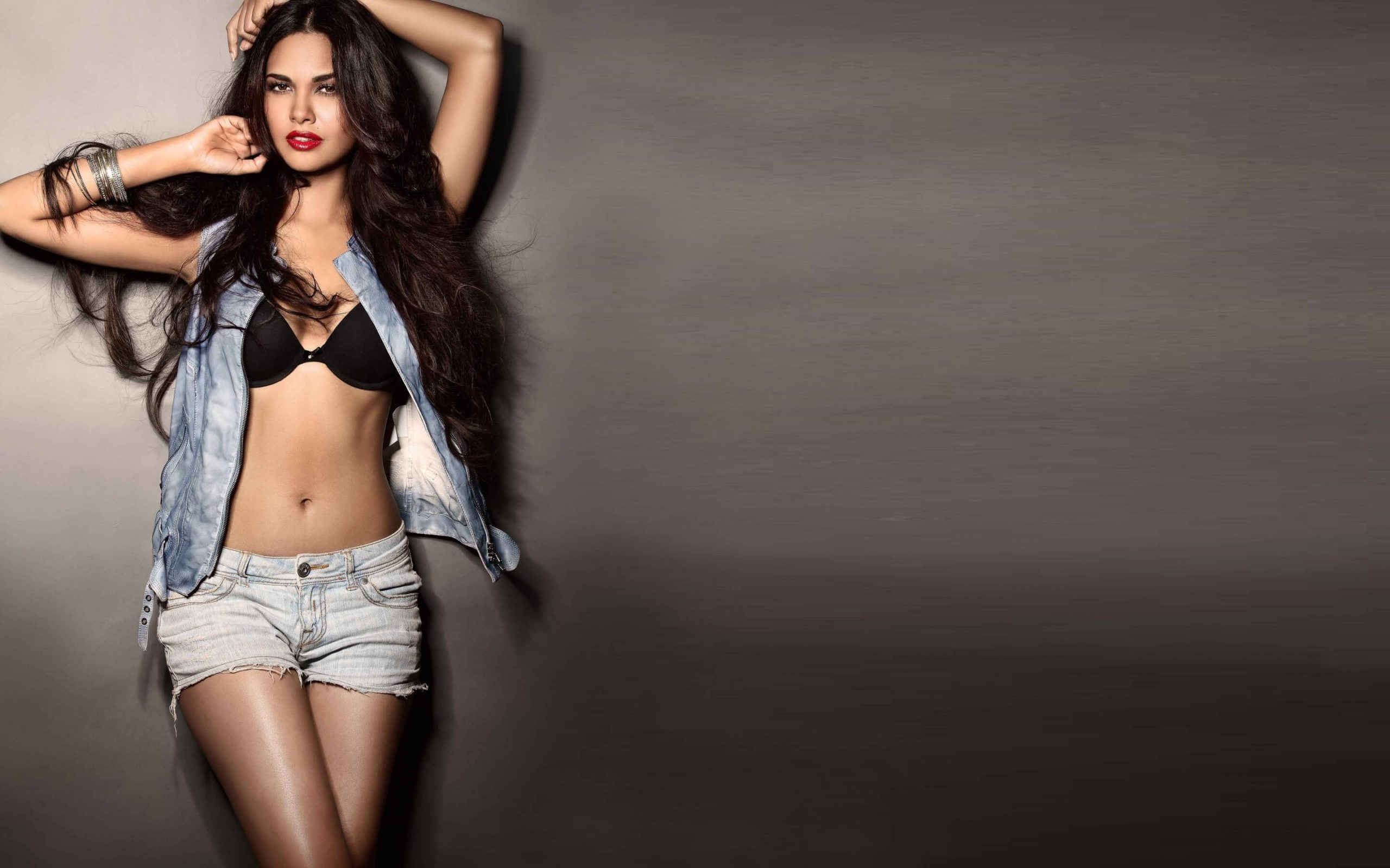 Esha Gupta Images(photos), Age, Height, Net Worth, Date Of Birth, Family, Biography, Son, Marriage, Boyfriend, Education, Awards, Hairstyle, Instagram, Twitter, Facebook, Wiki, Imdb (4)
