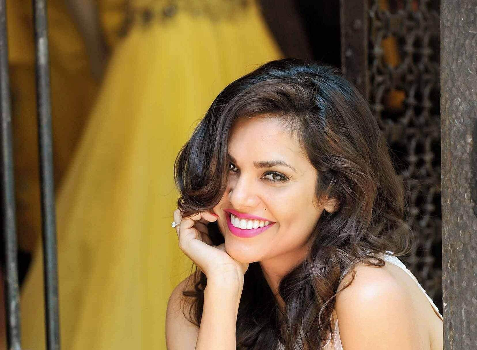 Esha Gupta Images(photos), Age, Height, Net Worth, Date Of Birth, Family, Biography, Son, Marriage, Boyfriend, Education, Awards, Hairstyle, Instagram, Twitter, Facebook, Wiki, Imdb (46)