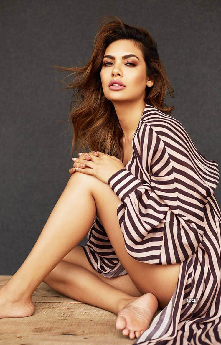 Esha Gupta Images(photos), Age, Height, Net Worth, Date Of Birth, Family, Biography, Son, Marriage, Boyfriend, Education, Awards, Hairstyle, Instagram, Twitter, Facebook, Wiki, Imdb (47)