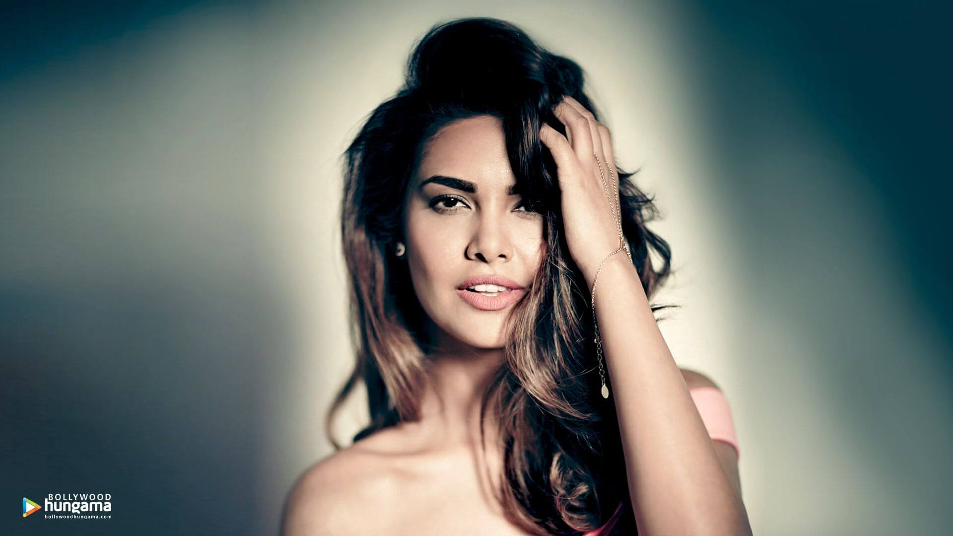 Esha Gupta Images(photos), Age, Height, Net Worth, Date Of Birth, Family, Biography, Son, Marriage, Boyfriend, Education, Awards, Hairstyle, Instagram, Twitter, Facebook, Wiki, Imdb (6)