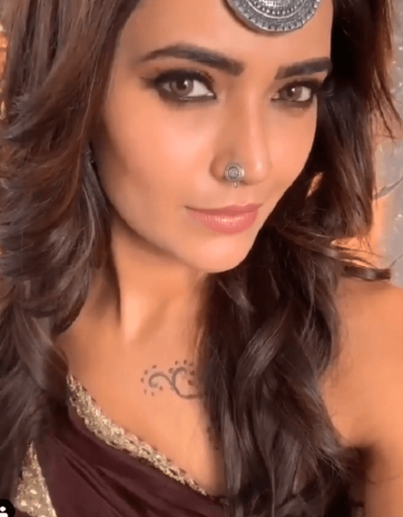 Karishma Tanna Instagram, Age, Height In Feet, Husband, Biography, Net Worth, Photos (images), Pic, Date Of Birth, Nominations, Wiki, Tattoo, Twitter, Birthday (1)