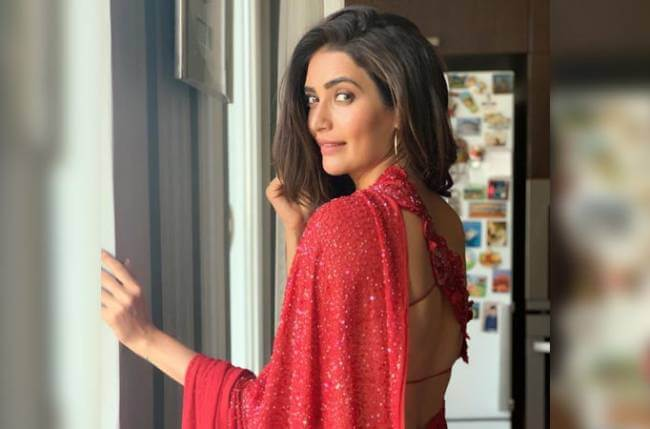 Karishma Tanna Instagram, Age, Height In Feet, Husband, Biography, Net Worth, Photos (images), Pic, Date Of Birth, Nominations, Wiki, Tattoo, Twitter, Birthday (14)