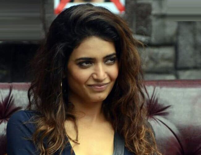 Karishma Tanna Instagram, Age, Height In Feet, Husband, Biography, Net Worth, Photos (images), Pic, Date Of Birth, Nominations, Wiki, Tattoo, Twitter, Birthday (37)