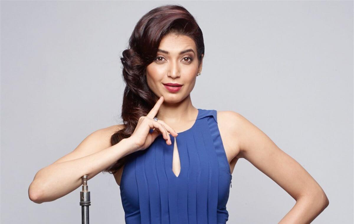 Karishma Tanna Instagram, Age, Height In Feet, Husband, Biography, Net Worth, Photos (images), Pic, Date Of Birth, Nominations, Wiki, Tattoo, Twitter, Birthday (41)
