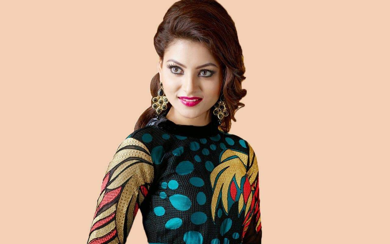Urvashi Rautela Age, Height, Husband, Biography, Education, Full Details, Wallpaper, Birthday, Family, Net Worth, Awards, Insta, Facebook, Twitter, Wiki, Imdb, Website, Youtube (16)