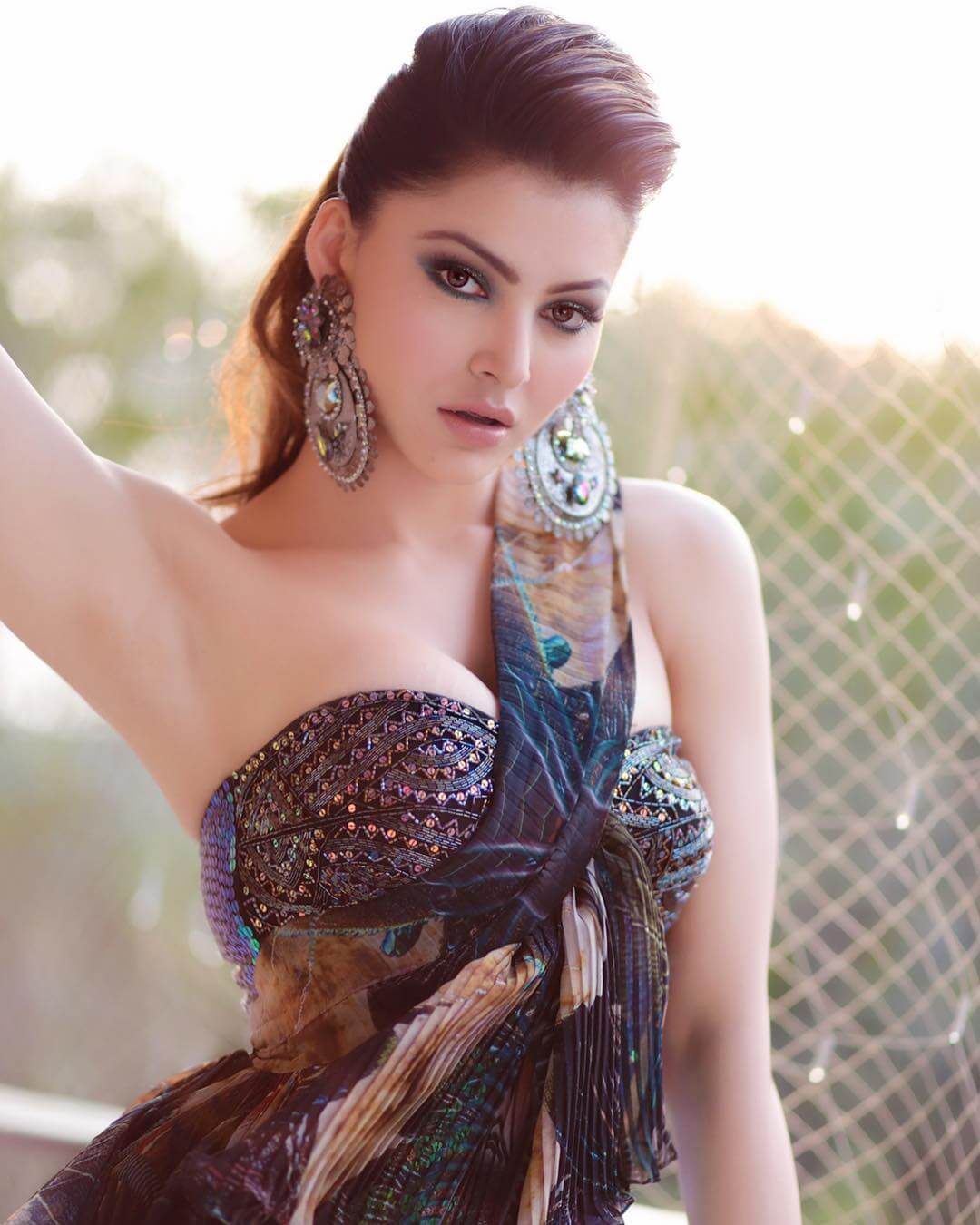 Urvashi Rautela Age, Height, Husband, Biography, Education, Full Details, Wallpaper, Birthday, Family, Net Worth, Awards, Insta, Facebook, Twitter, Wiki, Imdb, Website, Youtube (2)