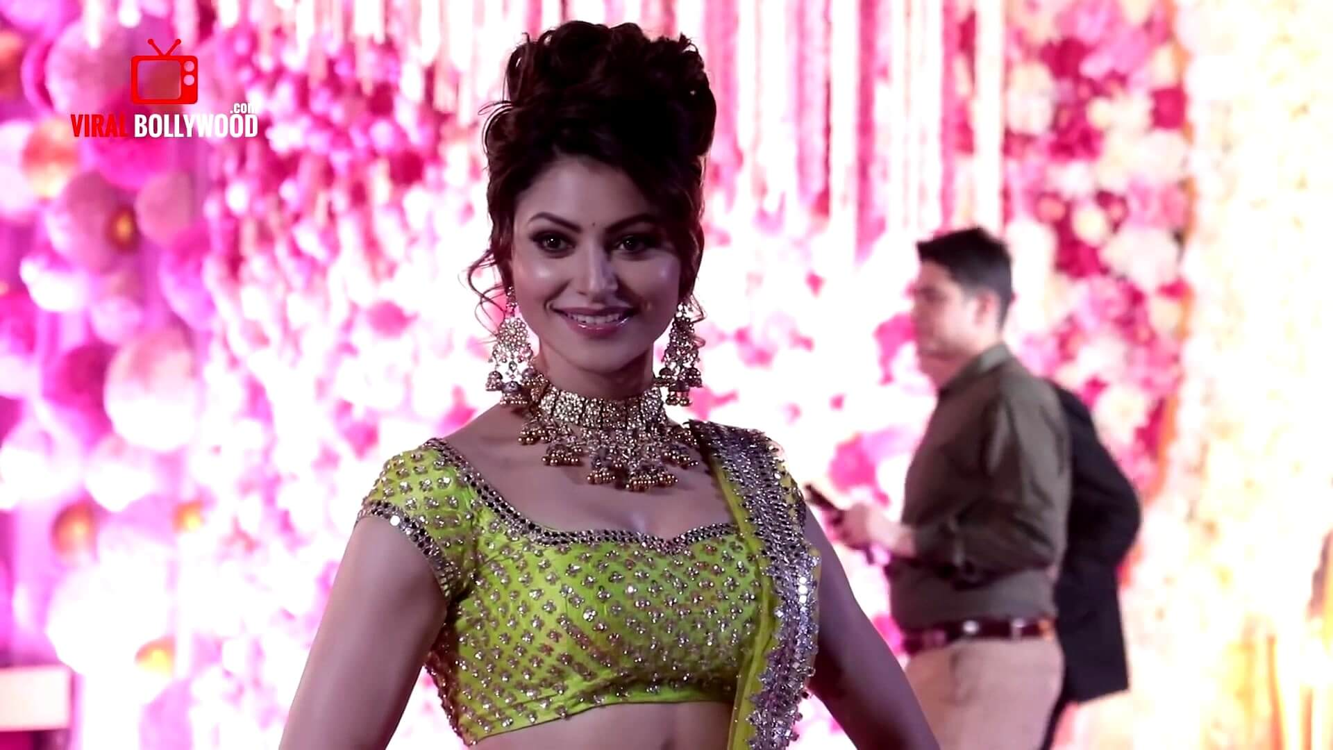 Urvashi Rautela Age, Height, Husband, Biography, Education, Full Details, Wallpaper, Birthday, Family, Net Worth, Awards, Insta, Facebook, Twitter, Wiki, Imdb, Website, Youtube (27)