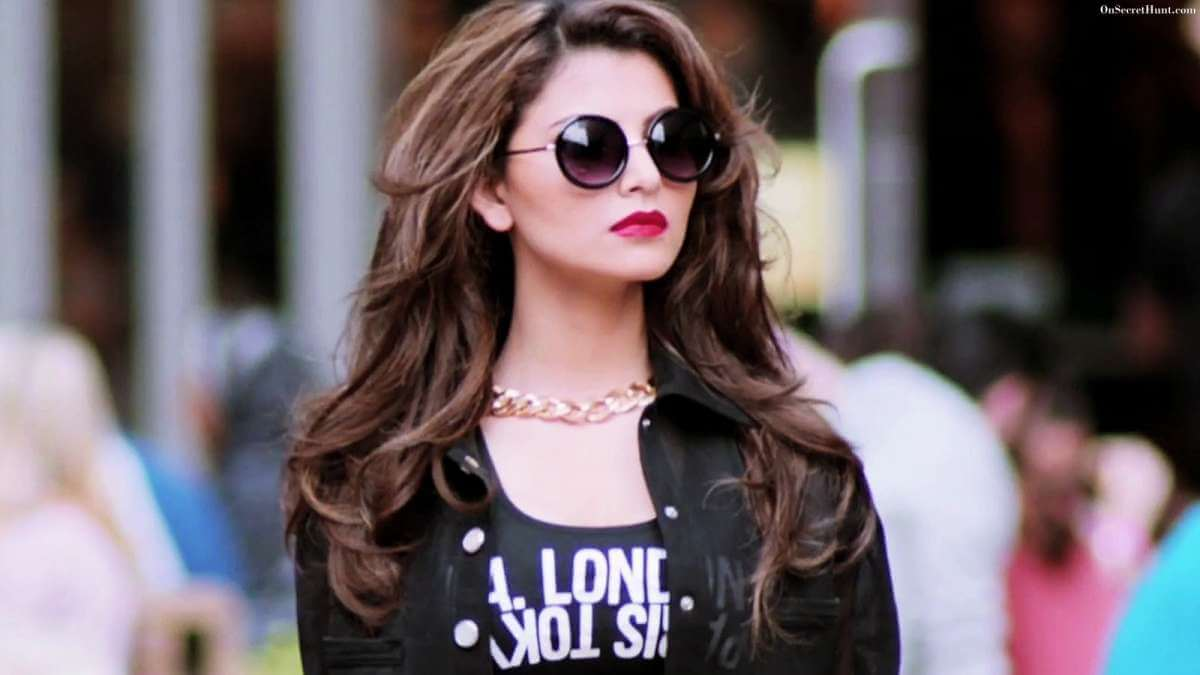 Urvashi Rautela Age, Height, Husband, Biography, Education, Full Details, Wallpaper, Birthday, Family, Net Worth, Awards, Insta, Facebook, Twitter, Wiki, Imdb, Website, Youtube (31)