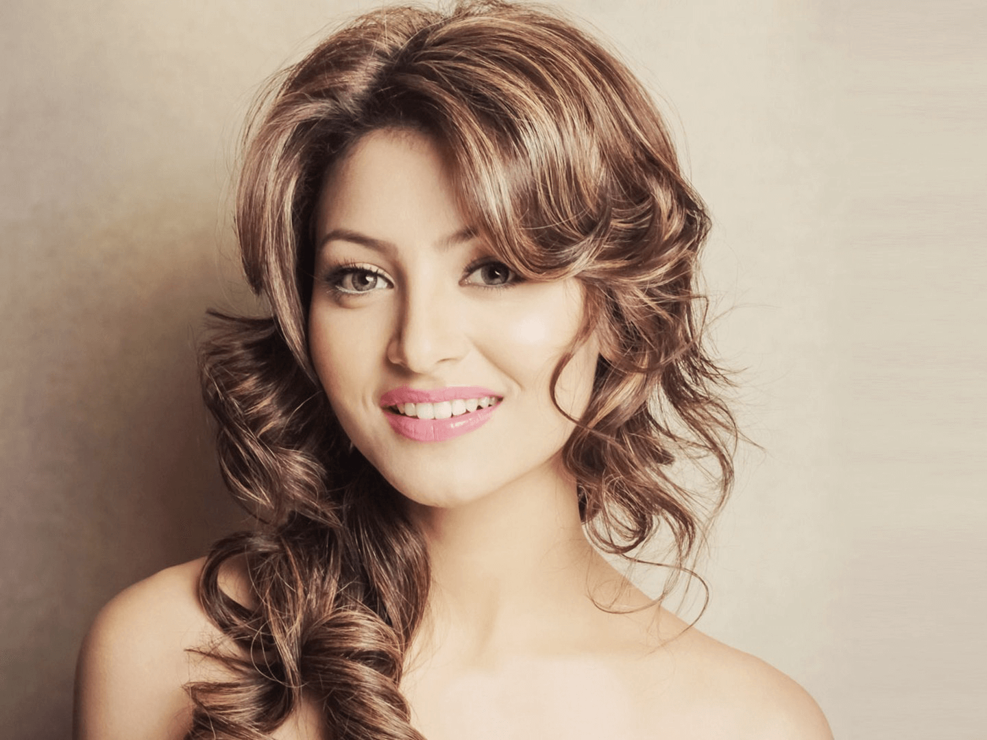 Urvashi Rautela Age, Height, Husband, Biography, Education, Full Details, Wallpaper, Birthday, Family, Net Worth, Awards, Insta, Facebook, Twitter, Wiki, Imdb, Website, Youtube (47)