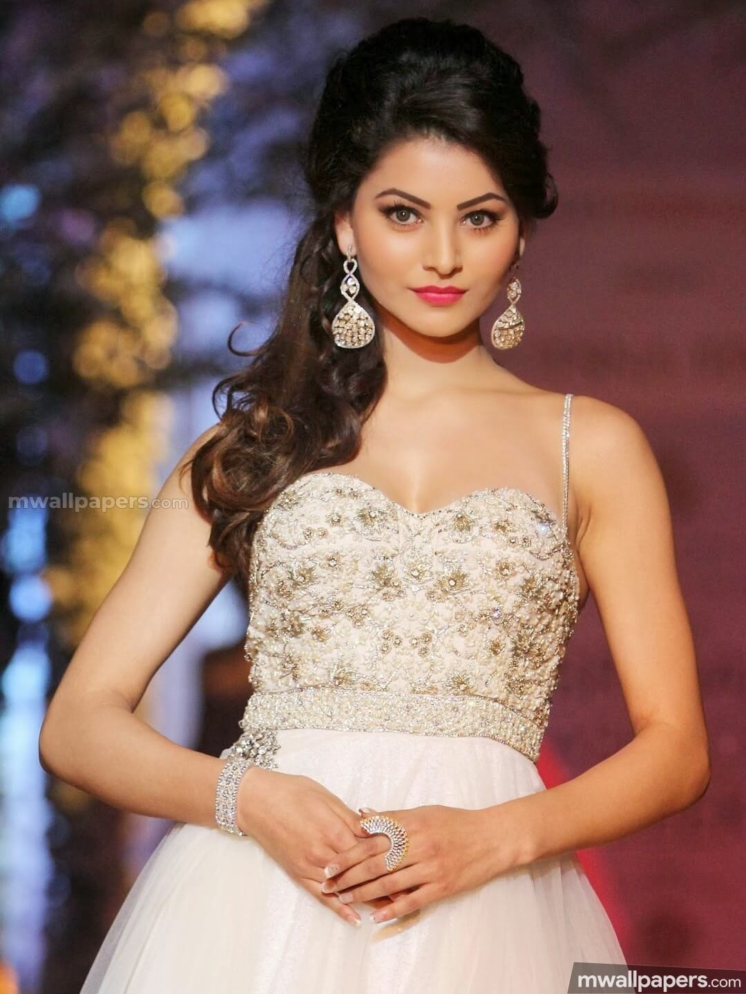 Urvashi Rautela Age, Height, Husband, Biography, Education, Full Details, Wallpaper, Birthday, Family, Net Worth, Awards, Insta, Facebook, Twitter, Wiki, Imdb, Website, Youtube (5)