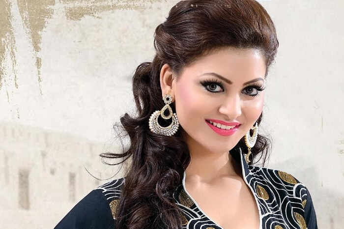 Urvashi Rautela Age, Height, Husband, Biography, Education, Full Details, Wallpaper, Birthday, Family, Net Worth, Awards, Insta, Facebook, Twitter, Wiki, Imdb, Website, Youtube (55)