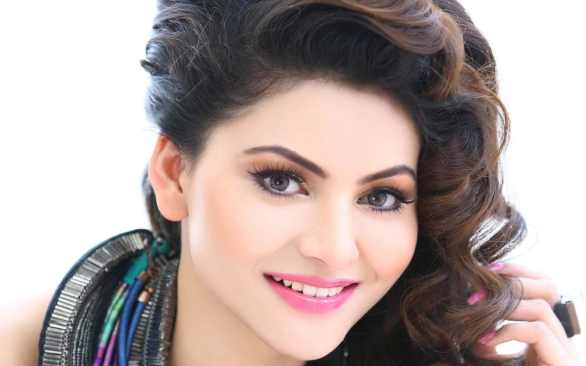 Urvashi Rautela Age, Height, Husband, Biography, Education, Full Details, Wallpaper, Birthday, Family, Net Worth, Awards, Insta, Facebook, Twitter, Wiki, Imdb, Website, Youtube (60)
