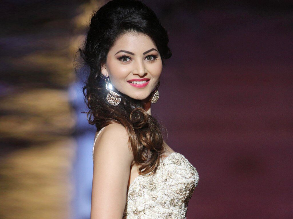 Urvashi Rautela Age, Height, Husband, Biography, Education, Full Details, Wallpaper, Birthday, Family, Net Worth, Awards, Insta, Facebook, Twitter, Wiki, Imdb, Website, Youtube (63)