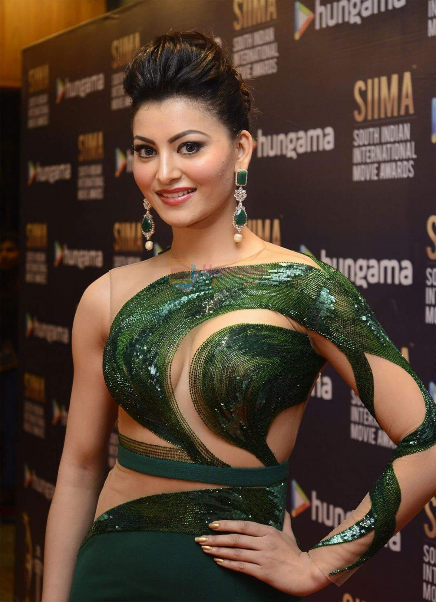 Urvashi Rautela Age, Height, Husband, Biography, Education, Full Details, Wallpaper, Birthday, Family, Net Worth, Awards, Insta, Facebook, Twitter, Wiki, Imdb, Website, Youtube (7)