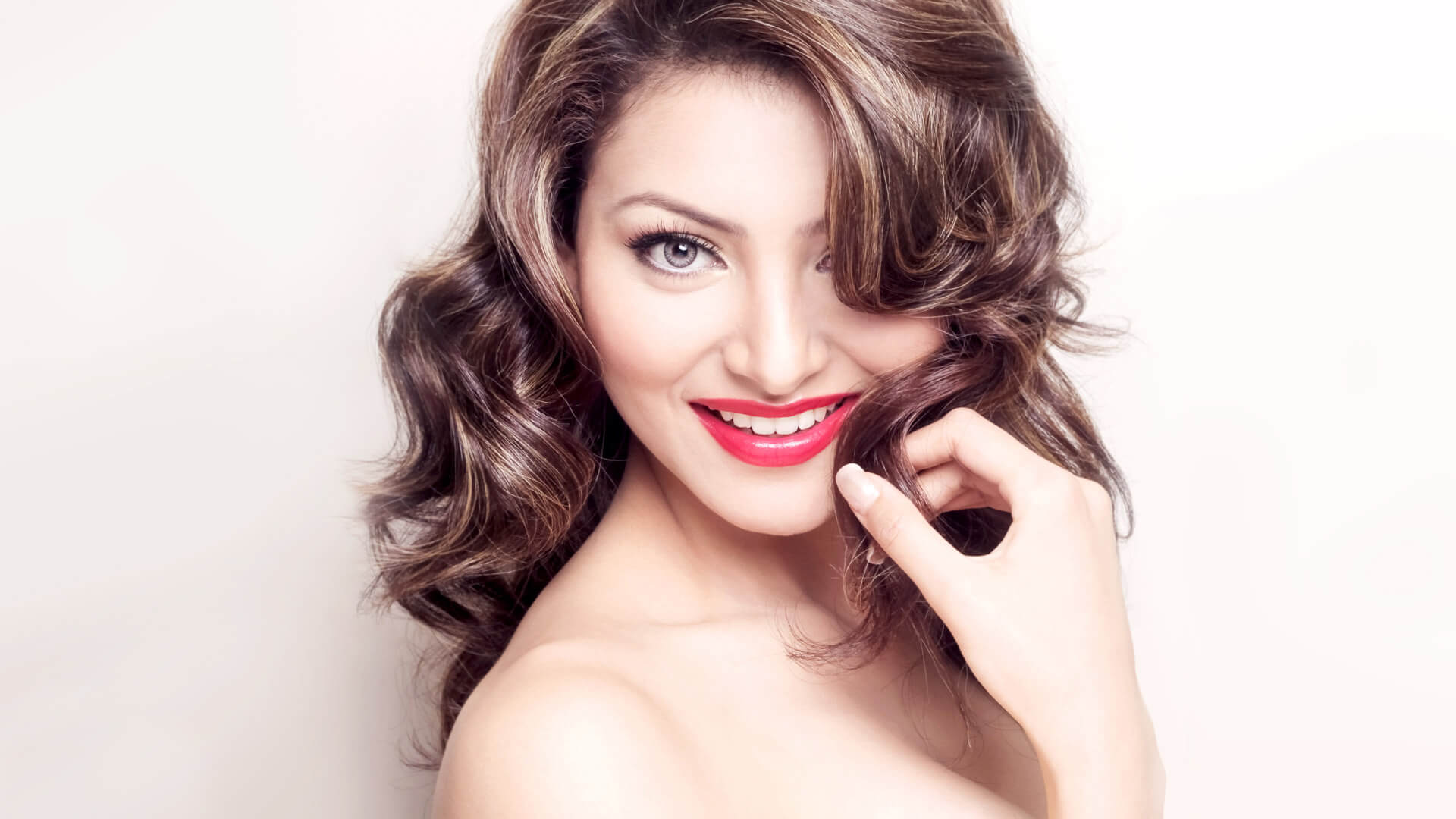Urvashi Rautela Age, Height, Husband, Biography, Education, Full Details, Wallpaper, Birthday, Family, Net Worth, Awards, Insta, Facebook, Twitter, Wiki, Imdb, Website, Youtube (75)
