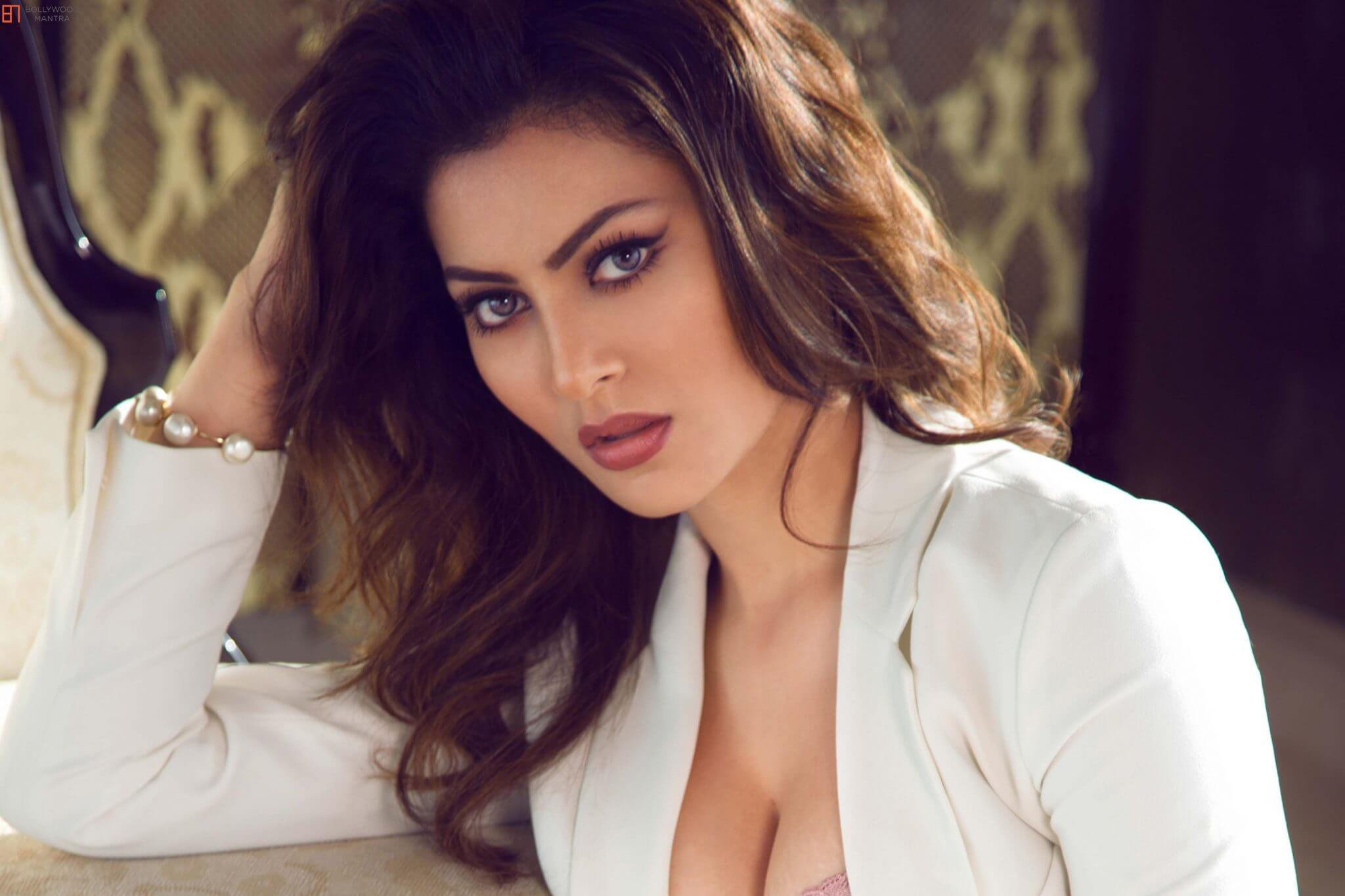 Urvashi Rautela Age, Height, Husband, Biography, Education, Full Details, Wallpaper, Birthday, Family, Net Worth, Awards, Insta, Facebook, Twitter, Wiki, Imdb, Website, Youtube (77)