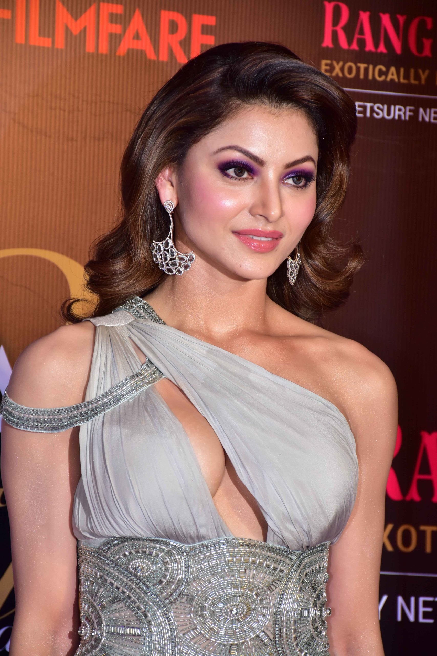 Urvashi Rautela Age, Height, Husband, Biography, Education, Full Details, Wallpaper, Birthday, Family, Net Worth, Awards, Insta, Facebook, Twitter, Wiki, Imdb, Website, Youtube (78)