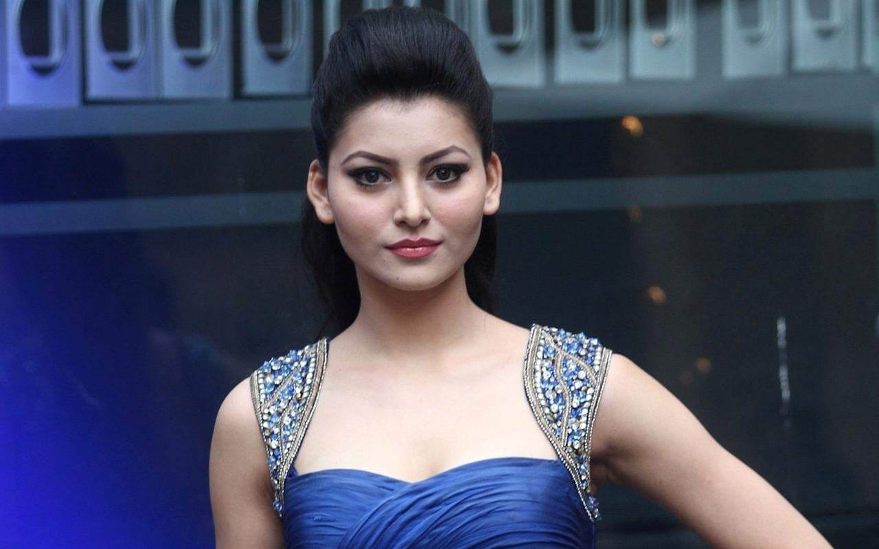 Urvashi Rautela Age, Height, Husband, Biography, Education, Full Details, Wallpaper, Birthday, Family, Net Worth, Awards, Insta, Facebook, Twitter, Wiki, Imdb, Website, Youtube (9)
