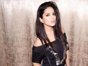 Sunny Leone smile, latest news, age, wiki, imdb, instagram, twitter, birthday, net worth (28)
