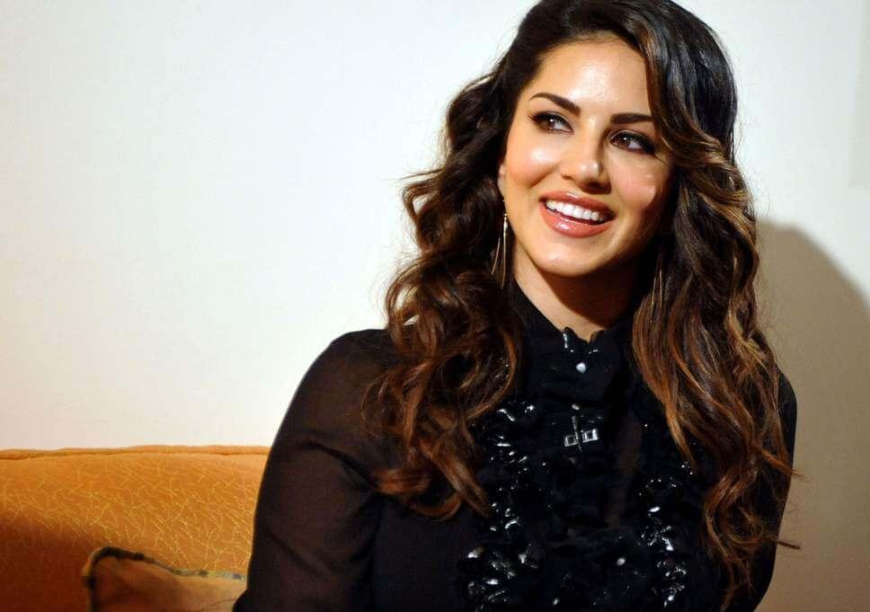 Sunny Leone smile, latest news, age, wiki, imdb, instagram, twitter, birthday, net worth (3)