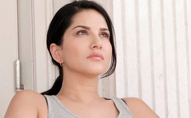Sunny Leone smile, latest news, age, wiki, imdb, instagram, twitter, birthday, net worth (31)