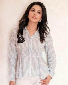 Sunny Leone smile, latest news, age, wiki, imdb, instagram, twitter, birthday, net worth (32)