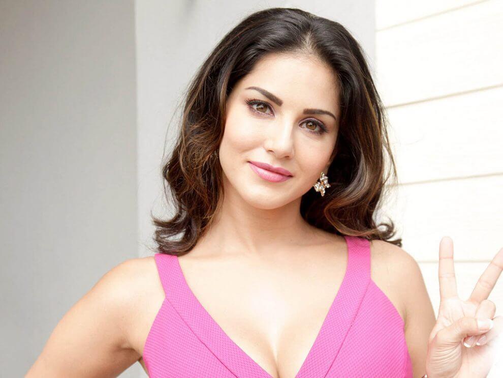 Sunny Leone smile, latest news, age, wiki, imdb, instagram, twitter, birthday, net worth (40)