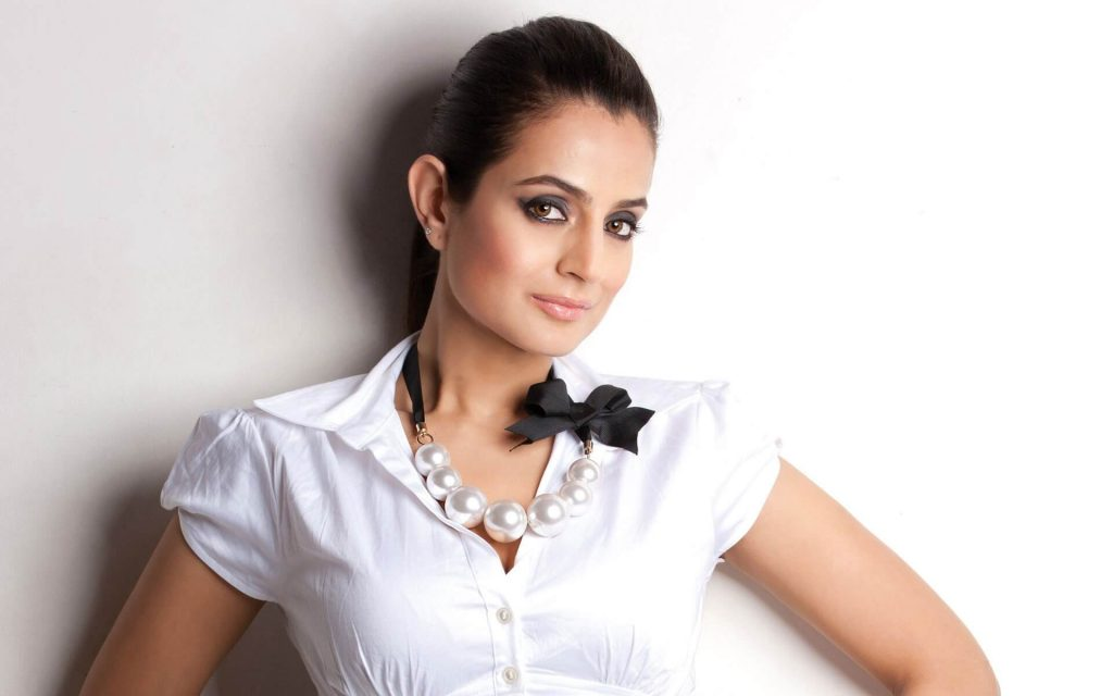 Ameesha Patel | Ameesha Patel age, instagram ,biography, husband, wiki, ,height, marriage, family