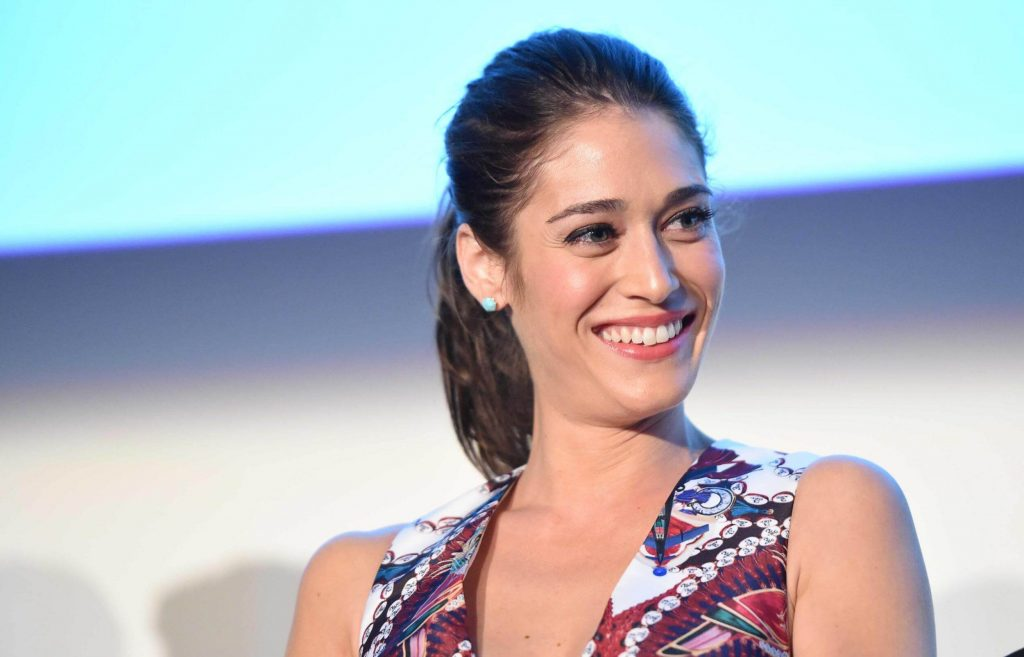 Lizzy Caplan Instagram, Imdb, Net Worth, Wiki, Twitter, Photos, Facebook, Youtube, Biography, Height, Age, Masters Of Sex, Hot Images (10)