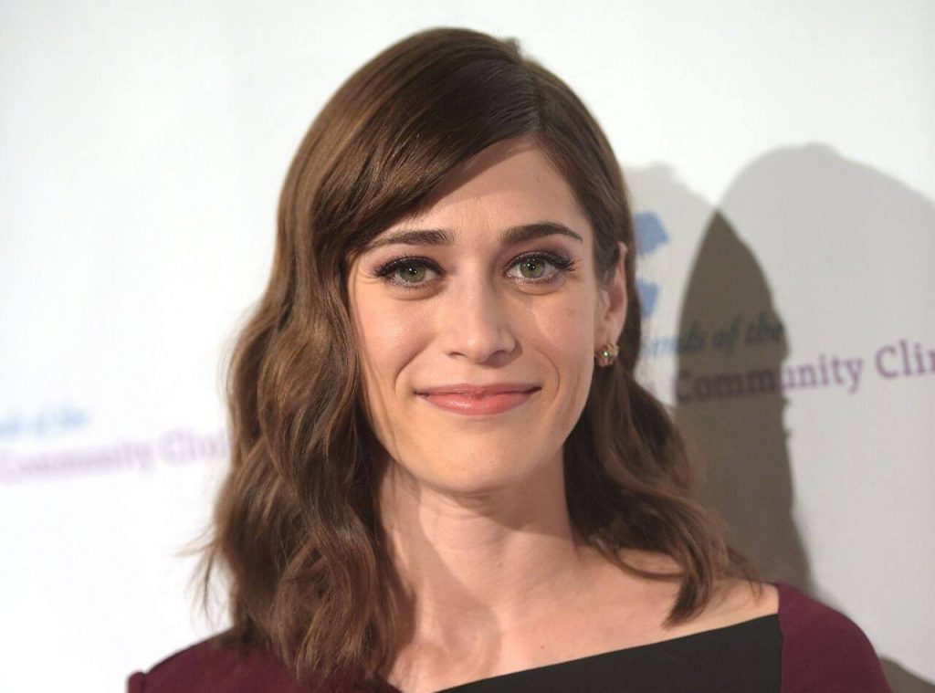 Lizzy Caplan Instagram, Imdb, Net Worth, Wiki, Twitter, Photos, Facebook, Youtube, Biography, Height, Age, Masters Of Sex, Hot Images (28)