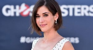 Lizzy Caplan Instagram, Imdb, Net Worth, Wiki, Twitter, Photos, Facebook, Youtube, Biography, Height, Age, Masters Of Sex, Hot Images (40)