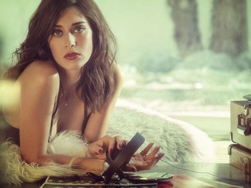 Lizzy Caplan Instagram, Imdb, Net Worth, Wiki, Twitter, Photos, Facebook, Youtube, Biography, Height, Age, Masters Of Sex, Hot Images (49)