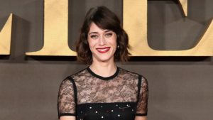 Lizzy Caplan Instagram, Imdb, Net Worth, Wiki, Twitter, Photos, Facebook, Youtube, Biography, Height, Age, Masters Of Sex, Hot Images (50)